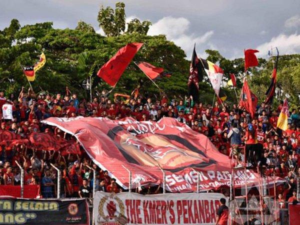 Jamu Persika, Suporter Semen Padang Siap Merahkan Stadion Agus Salim