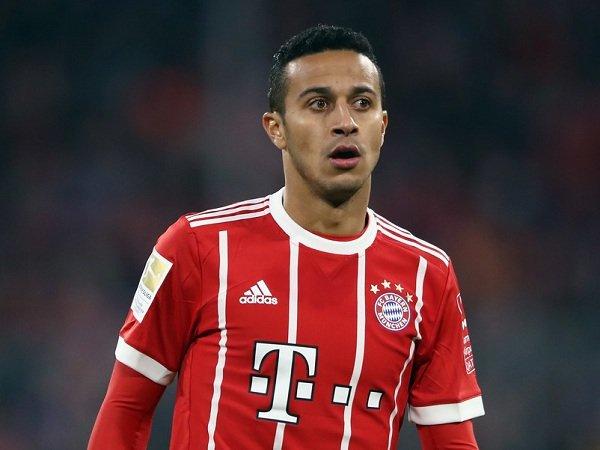 Ter Stegen Harapkan Barcelona Bawa Pulang Thiago Alcantara dari Bayern Munich
