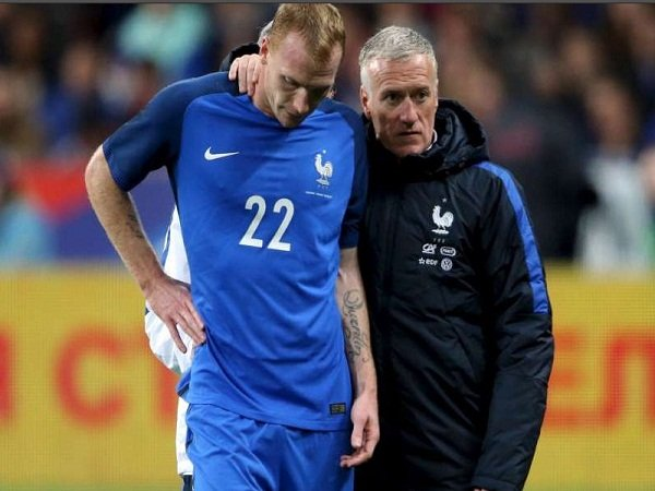 Berita Liga Spanyol: Jeremy Mathieu Putuskan Pensiun dari Timnas Perancis, Mengapa ?