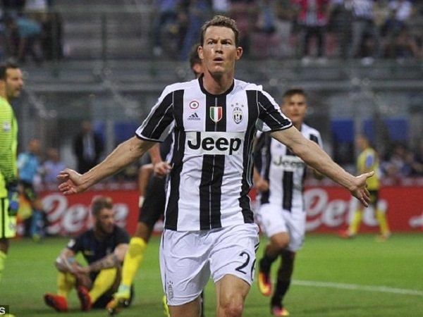 Berita Transfer: Cadangan di Juventus, Lichtsteiner Berpeluang Gabung dengan Conte di Chelsea
