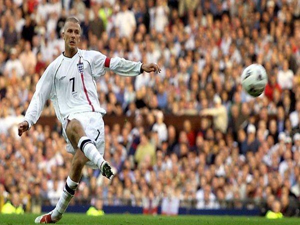 Ragam Sepak Bola: (Video) Hari ini 15 Tahun yang Lalu, David Beckham Cetak Gol Terbaiknya Sepanjang Masa
