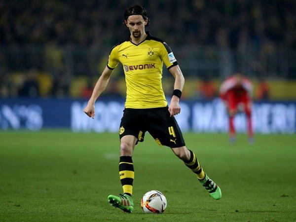 Berita Transfer: Borussia Dortmund Lepas Neven Subotic Pada Bulan Januari?