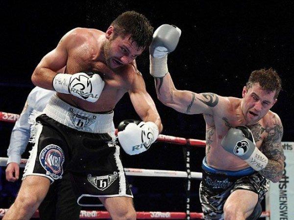 Berita Tinju: Kalahkan Kiryl Relikh, Ricky Burns Pertahankan Gelar Super Ringan WBA