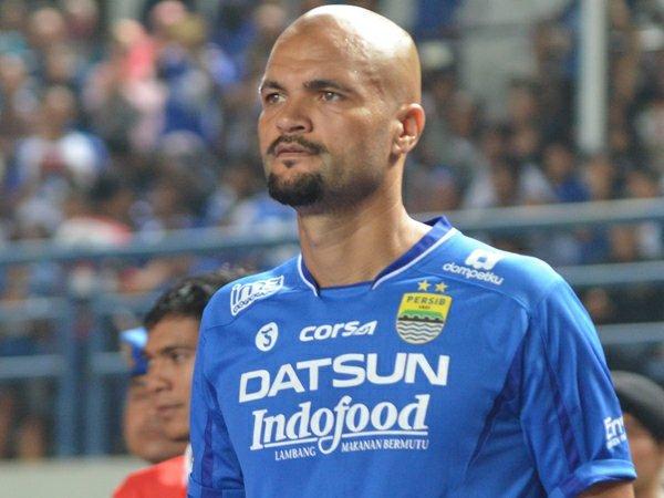 Berita TSC 2016: Sergio Van Dijk Kecewa Aksi Tidak Sportif Kiper Madura United