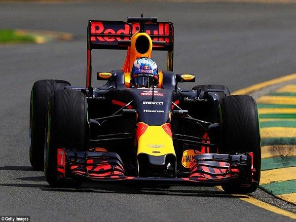 Berita F1: Penalti Raikkonen Penyebab Start Buruk Daniel Ricciardo