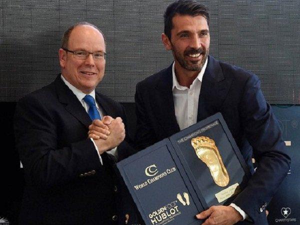 Berita Liga Italia: Buffon Rengkuh Penghargaan Golden Foot 2016