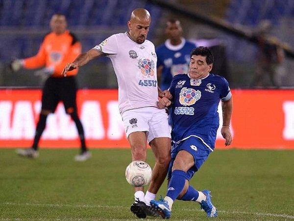 Ragam Sepak Bola: Duh! Maradona dan Veron Bersitegang dalam Laga Amal