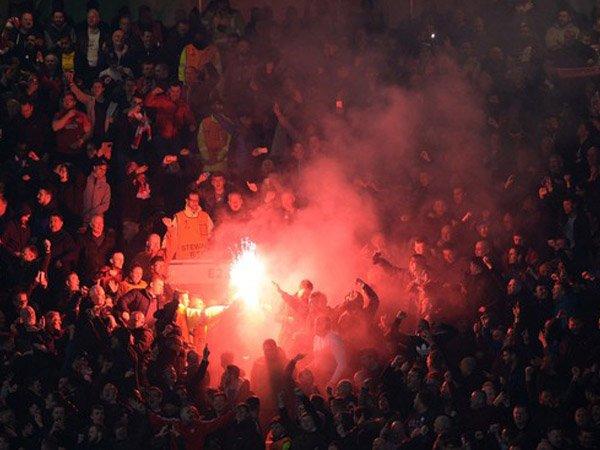 Berita Liga Jerman: Liverpool & Manchester United Minta Fansnya Untuk Berperilaku Dengan Baik