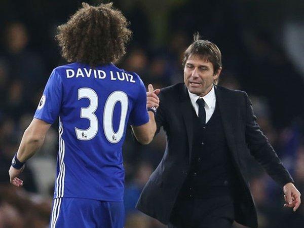 Berita Liga Inggris: Luiz Sebut Conte Manajer Terbaik yang Pernah Melatihnya