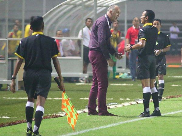 Berita Liga 1 Indonesia: Merasa Didzalimi Wasit, Pelatih PBFC Pertanyakan Aturan Sepak Bola Indonesia
