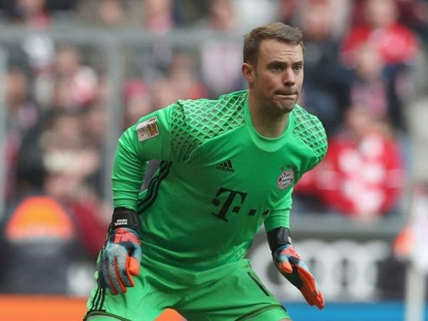 Berita Liga Jerman: Retak Tulang Metatarsal, Neuer Absen Hingga Akhir Musim