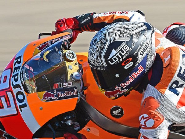 helm marc marquez hampir sama dengan yang dijual di. Black Bedroom Furniture Sets. Home Design Ideas