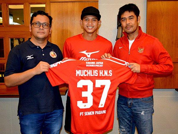 Berita Liga 1 Indonesia: Gagal Debut di Derby Andalas, Muchlis Hadi Diperkenalkan Sebagai Penyarang Anyar Semen Padang
