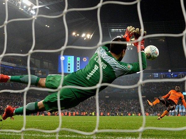 Claudio Bravo Selalu Merasa Yakin Saat Menghadapi Tendangan Penalti