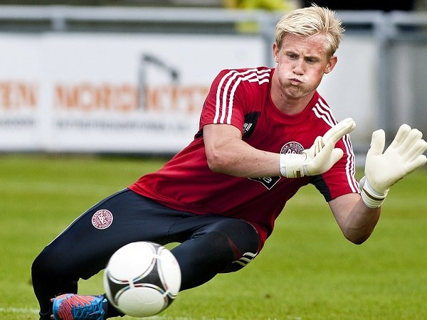 Denmark Ditahan Imbang, Schmeichel Keluhkan Lapangan