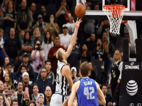 Layup Manu Ginobili Hantarkan Spurs Atasi Mavericks