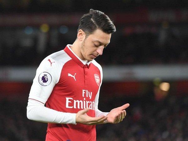 Legenda Arsenal Akui United Lebih Cocok untuk Ozil