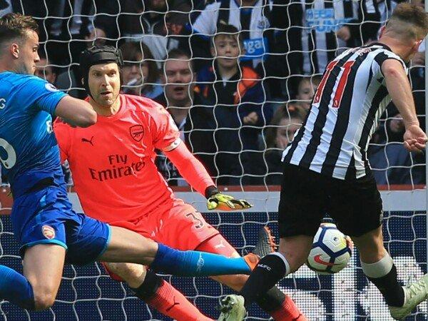 Kalah dari Newcastle, Vidic Komentari Pertahanan Arsenal