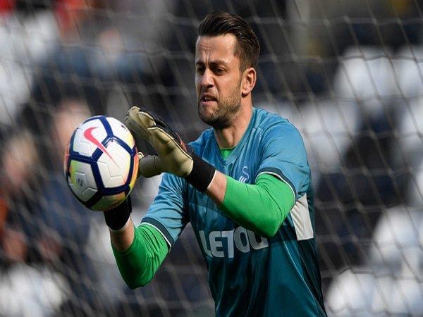 West Ham Selangkah Lagi Dapatkan Kiper Swansea, Lukasz Fabianski