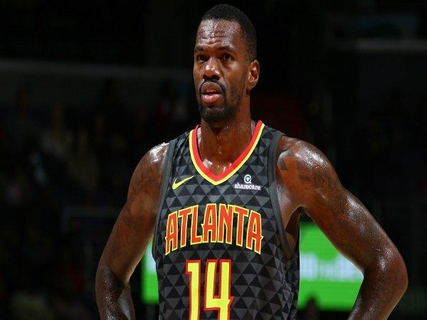Dewayne Dedmon Bertahan Bersama Atlanta Hawks