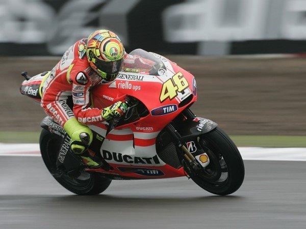 Antara Rossi Atau Lorenzo, Siapa Yang Lebih Baik dengan Motor Ducati?