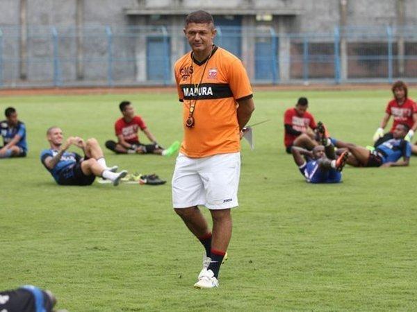 Kembali Pimpin Latihan MU, Gomes Harapkan Bantuan Pemainnya