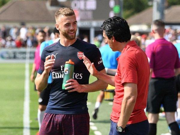 Bek Terlupakan Arsenal Diskusikan Ganti Posisi Bersama Emery