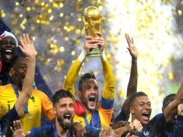 Hugo Lloris Jadi Pemain Pertama Tottenham Hotspur yang Menangi Piala Dunia