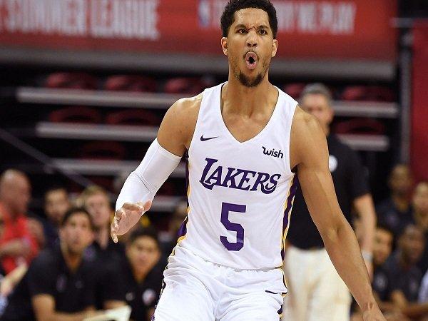 Disaksikan LeBron, Lakers Berhasil Permalukan Pistons