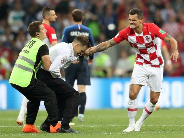Masih Ingat dengan Penyelundup di Final Piala Dunia 2018? Begini Nasibnya Sekarang