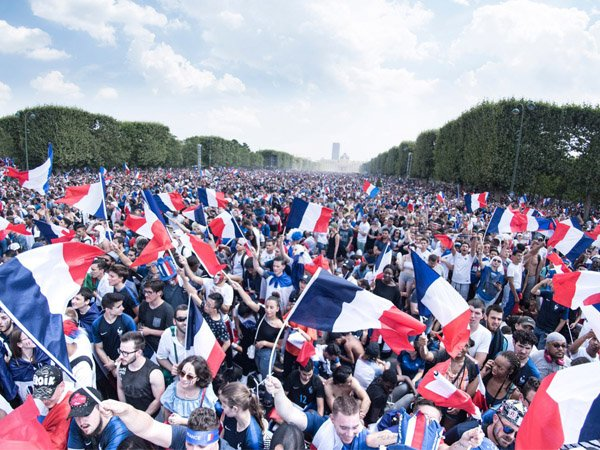 Sambutan Luar Biasa dari Ratusan Ribu Rakyat Prancis Bagi Les Bleus