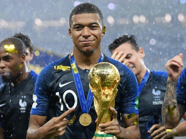 Ferdinand: Man United Harus Ikut Buru Mbappe dari PSG