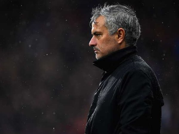 Misi Jose Mourinho Singkirkan Seluruh Pemain Warisan Louis Van Gaal