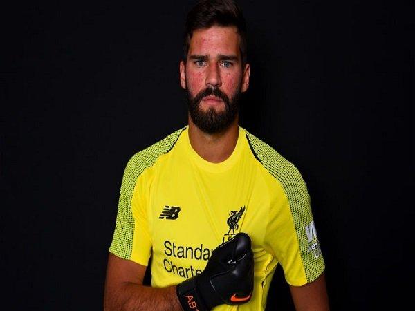 Andy Robertson Akan Bantu Adaptasi Alisson di Liverpool