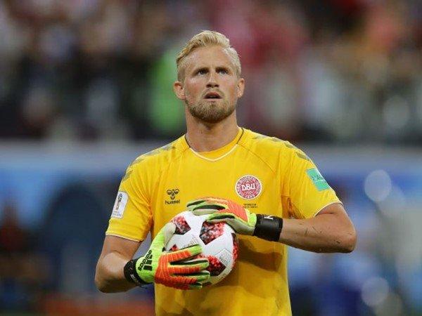 Diincar Chelsea, Puel: Schmeichel  Bertahan di Leicester City