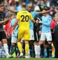 Dyche: Manchester City Harusnya Dapat Dua Kartu Merah