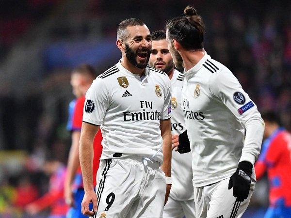 Benzema Balas Kritikus dengan Gol ke-200 untuk Real Madrid