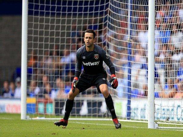Fabianski Minta West Ham Mulai 'Daki' Klasemen