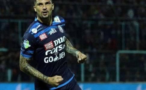 Arema FC Dicukur Persela, King Arthur Angkat Bicara
