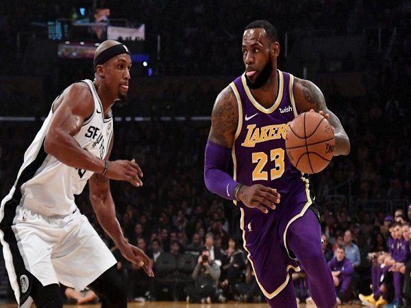 LeBron James Selamatkan Lakers dari Kekalahan