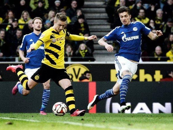 Jelang Laga Derby, Gelandang Schalke Ungkap Strategi Kalahkan Dortmund