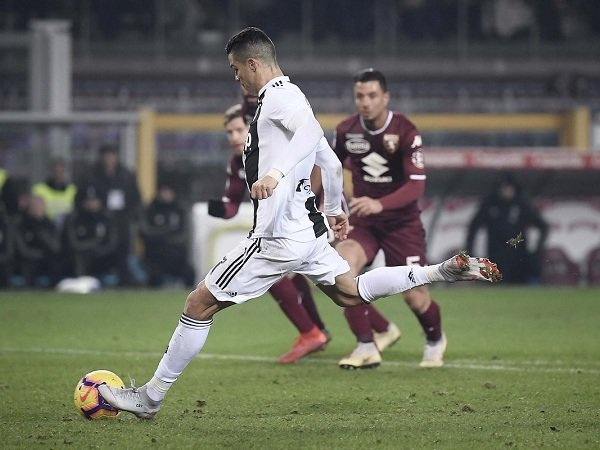 Allegri Akui Tak Berani Saksikan Ronaldo Eksekusi Penalti