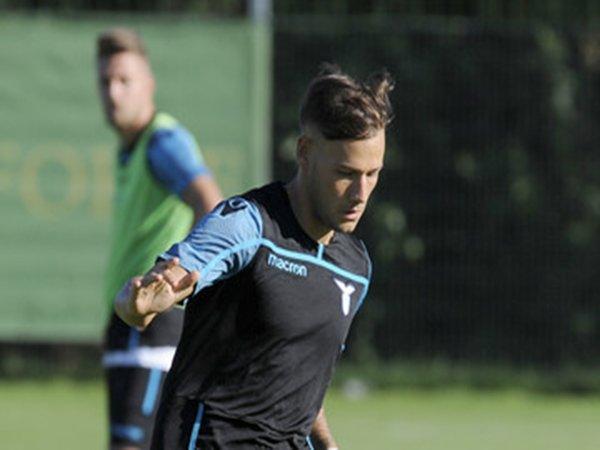 Demi Amankan Tempat di Timnas U-21 Italia, Gelandang Muda Lazio Rela Dipinjamkan