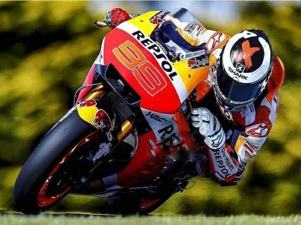 Titel Juara Dunia MotoGP 2018, Lorenzo Sesumbar Bisa Kalahkan Marquez