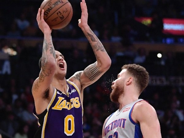 Los Angeles Lakers Hantam Tim Tamu Detroit Pistons