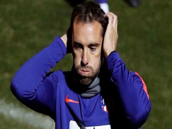 Santer Dikaitkan dengan Inter Milan, Godin Pilih Bungkam