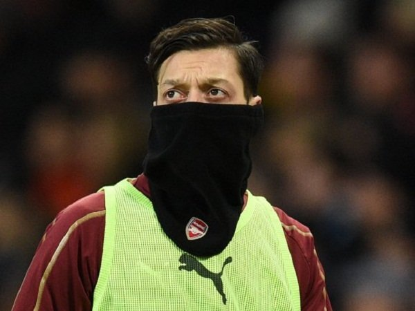 Ozil Ketahuan Berikan Seragam Ke Bintang City | Liga Olahraga