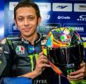 Valentino Rossi Pamerkan Helm Edisi Spesial