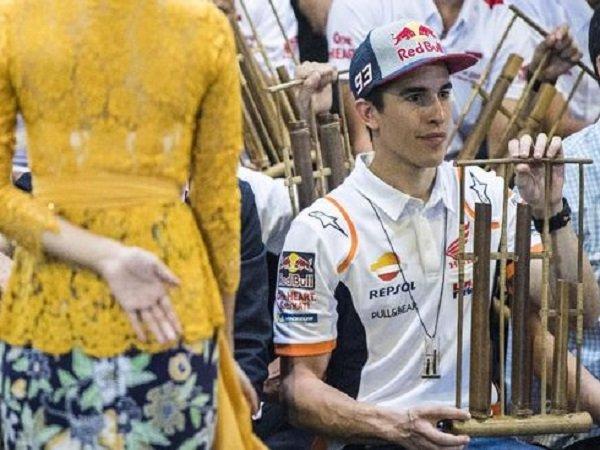 Marquez Jajal Bermain Angklung dan Berjoget di Saung Angklung Udjo