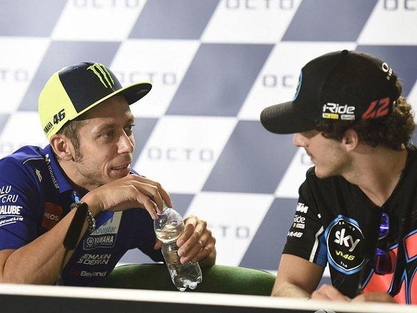 Senang Sekaligus Terkejut, Perasaan Rossi Saat Dikalahkan Anak Didiknya